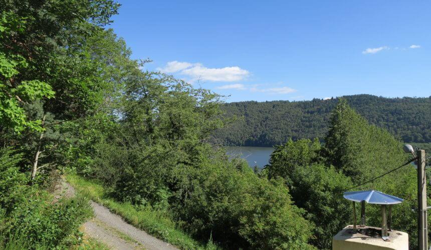 Vue de la terrasse : le lac