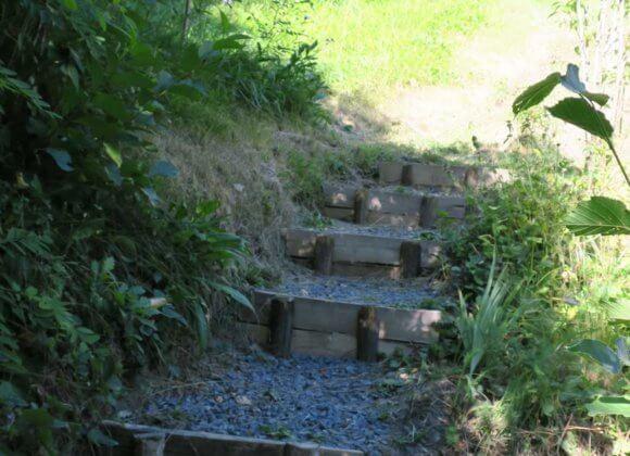 Petit sentier menant à la 2eme terrasse